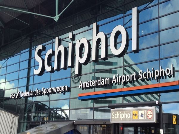 Entrance Schiphol airport taxi service